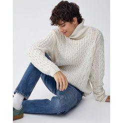 Granatowe jeansy slim fit. Niebieskie jeansy męskie regular Pull&Bear, z jeansu. Za 139,00 zł.
