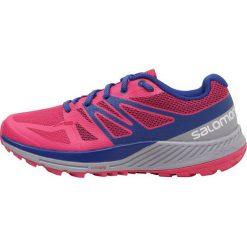 Salomon SENSE ESCAPE Obuwie do biegania Szlak pink yarrow/lilac gray/surf the web. Czerwone buty do biegania damskie Salomon, z materiału. W wyprzedaży za 374,25 zł.