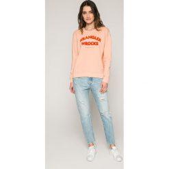Wrangler - Bluza. Szare bluzy z nadrukiem damskie marki Wrangler, l, z bawełny, bez kaptura. W wyprzedaży za 169,90 zł.