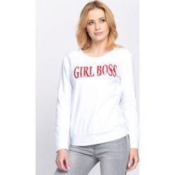 Biało-Czerwona Bluza Boss Lady. Fioletowe bluzy damskie marki NA-KD, z napisami, z długim rękawem, długie, z kapturem. Za 69,99 zł.