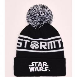 Czapka z pomponem Star Wars - Czarny. Czarne czapki męskie marki Cropp, z motywem z bajki, retro. Za 49,99 zł.