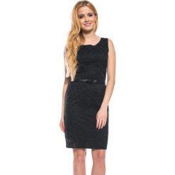 Czarna ażurowa sukienka QUIOSQUE. Czarne sukienki na komunię marki QUIOSQUE, na co dzień, w ażurowe wzory, z tkaniny, bez rękawów. W wyprzedaży za 79,99 zł.