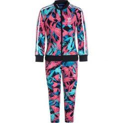Adidas Originals FEATHER SET Bluza rozpinana multicolor/legend ink. Czerwone bluzy dziewczęce rozpinane marki adidas Originals, z bawełny. W wyprzedaży za 263,20 zł.