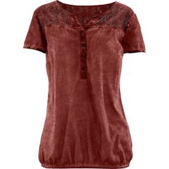 """Bluzka z koronką, krótki rękaw bonprix czerwony mahoń """"used"""". Czerwone bluzki asymetryczne bonprix, w koronkowe wzory, z koronki, z krótkim rękawem. Za 59,99 zł."""