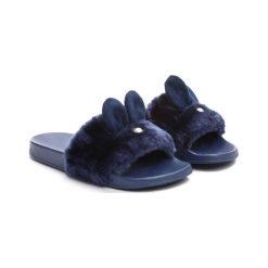 Granatowe Klapki Common Rabbit. Niebieskie klapki dziewczęce marki Born2be, z materiału. Za 49,99 zł.
