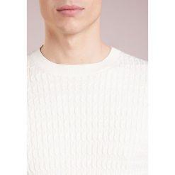 Swetry klasyczne męskie: J.LINDEBERG Sweter whisper white
