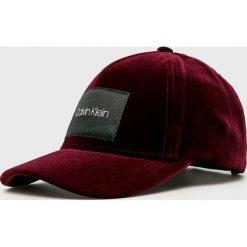 Calvin Klein - Czapka. Brązowe czapki z daszkiem damskie marki Calvin Klein, z bawełny. Za 179,90 zł.