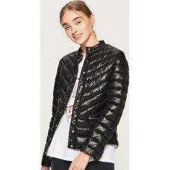 Pikowana kurtka - Czarny. Czarne kurtki damskie pikowane marki Sinsay, l. W wyprzedaży za 59,99 zł.