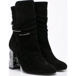 Solo Femme - Botki. Czarne buty zimowe damskie marki Solo Femme, z materiału, z okrągłym noskiem, na obcasie. W wyprzedaży za 239,90 zł.