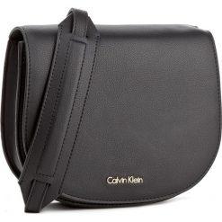 Torebka CALVIN KLEIN BLACK LABEL - Metropolitan Saddle K60K603781 001. Czarne listonoszki damskie marki Calvin Klein Black Label. W wyprzedaży za 309,00 zł.