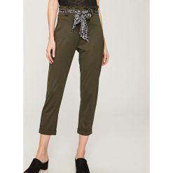Skórzane spodnie z wysokim stanem ReDesign - Khaki. Brązowe spodnie z wysokim stanem Reserved. Za 599,99 zł.