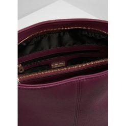 Dune London DINIDISOBELLE SMALL SLOUCH BAG Torebka berry. Czerwone torebki klasyczne damskie Dune London. Za 359,00 zł.