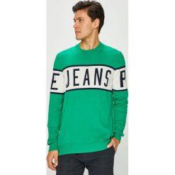 Pepe Jeans - Sweter. Zielone swetry klasyczne męskie marki Pepe Jeans, l, z nadrukiem, z bawełny, z okrągłym kołnierzem. Za 299,90 zł.