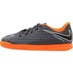 Nike Performance JR PHANTOMX 3 CLUB IC Halówki dark grey/total orange/white. Szare halówki męskie Nike Performance, z materiału, do piłki nożnej. W wyprzedaży za 143,20 zł.
