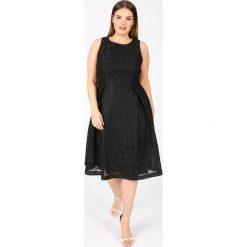 Sukienki: Półdługa, rozkloszowana sukienka bez rękawów, z koronką