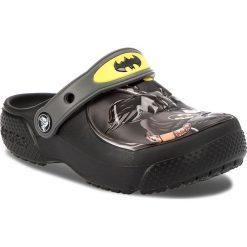 Klapki CROCS - Fl Batman Clog K 205020  Black. Czarne klapki chłopięce marki Crocs, z tworzywa sztucznego. W wyprzedaży za 139,00 zł.