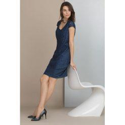 Sukienki balowe: Koronkowa sukienka na wieczór