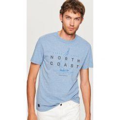 T-shirt z nadrukiem North coast - Niebieski. Niebieskie t-shirty męskie z nadrukiem marki House, l. Za 49,99 zł.