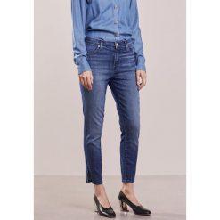 J Brand ALANA Jeansy Slim Fit cover. Szare jeansy damskie relaxed fit marki J Brand, z bawełny. W wyprzedaży za 455,60 zł.