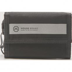 Materiałowy portfel z brelokiem - Czarny. Czarne portfele męskie House, z materiału. Za 39,99 zł.