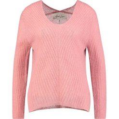 And Less ALLECRA Sweter pink tint. Różowe swetry klasyczne damskie And Less, s, z elastanu. Za 379,00 zł.