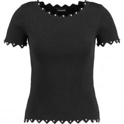 Koszulka w kolorze czarnym. Czarne t-shirty damskie marki Taifun, prążkowane, z okrągłym kołnierzem. W wyprzedaży za 108,95 zł.