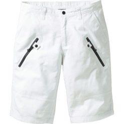 Bermudy Loose Fit bonprix biały. Białe bermudy męskie bonprix. Za 79,99 zł.
