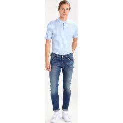 Wrangler BRYSON Jeans Skinny Fit home run. Szare jeansy męskie relaxed fit marki Wrangler, l, z poliesteru, z kapturem. Za 349,00 zł.