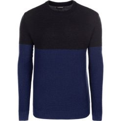Swetry klasyczne męskie: Sweter w kolorze czarno-granatowym