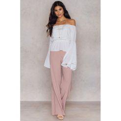 Spodnie z wysokim stanem: Hannalicious x NA-KD Rozszerzane spodnie garniturowe – Pink