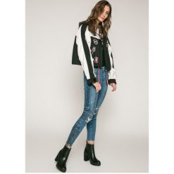 Tommy Hilfiger - Jeansy Venice Gigi Hadid. Szare jeansy damskie marki TOMMY HILFIGER, m, z nadrukiem, z bawełny, casualowe, z okrągłym kołnierzem. W wyprzedaży za 539,90 zł.