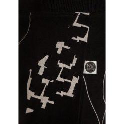 Mainio CHILDRENS SLOUCH PANTS Spodnie treningowe black. Czarne jeansy chłopięce marki bonprix, z aplikacjami. Za 159,00 zł.