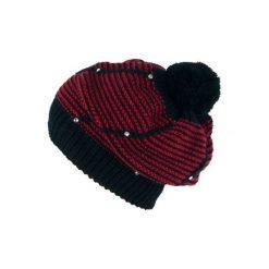 Czapka damska Paseczki czarno-czerwona. Czarne czapki zimowe damskie Art of Polo. Za 39,22 zł.