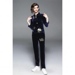 2-częściowy zestaw w kolorze niebieskim - bluzka, spodnie. Niebieskie bluzki damskie marki Zeraco, ze stójką. W wyprzedaży za 379,95 zł.