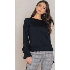 Swetry klasyczne damskie: Rut&Circle Sweter z falbaną Andrea – Black