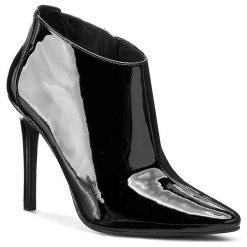 Botki GUESS - Vanna2 FL3VN2 PAF09 BLACK. Czarne buty zimowe damskie Guess, z materiału, na obcasie. W wyprzedaży za 409,00 zł.