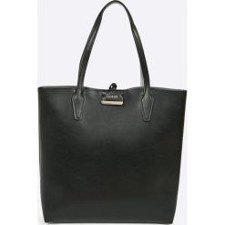 Guess Jeans - Torebka. Czarne torebki klasyczne damskie Guess Jeans, z aplikacjami, z bawełny, duże. Za 649,90 zł.