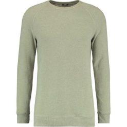Denham RAGLAN CREW Sweter washed artillery green. Zielone kardigany męskie Denham, l, z bawełny. Za 419,00 zł.