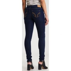 Hollister Co. Jeansy Slim Fit dark super skinny. Niebieskie jeansy damskie Hollister Co. Za 209,00 zł.