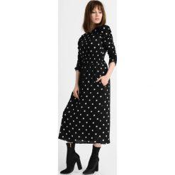 Sukienki: Sukienka midi w grochy