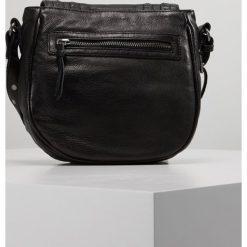FREDsBRUDER SMALL TEAR Torba na ramię black. Czarne torebki klasyczne damskie FREDsBRUDER. Za 669,00 zł.