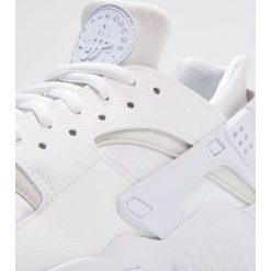 Tenisówki damskie: Nike Sportswear HUARACHE  Tenisówki i Trampki white
