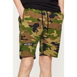 Szorty camo - Khaki. Brązowe szorty męskie marki Reserved. W wyprzedaży za 39,99 zł.