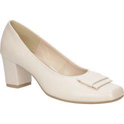 Czółenka na słupku Casu 1728. Czerwone buty ślubne damskie marki Casu, na słupku. Za 99,99 zł.