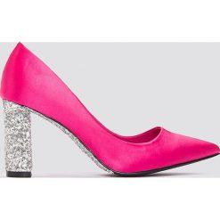 Czółenka: NA-KD Shoes Czółenka z błyszczącej satyny – Pink,Multicolor