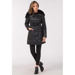 Płaszcze damskie: Pikowany płaszcz z oryginalnym kołnierzem