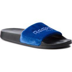 Klapki Reebok - Classic Slide CN4190 Coll Royal/Blk/Blue/White. Niebieskie klapki męskie Reebok, z materiału. W wyprzedaży za 119,00 zł.