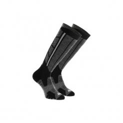Skarpety turystyczne SH520 X-WARM długie. Czarne skarpetki męskie marki QUECHUA, z elastanu. Za 59,99 zł.
