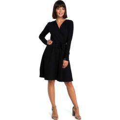 Czarna Casualowa Rozkloszowana Sukienka z Dekoltem V na Zakładkę. Czarne sukienki balowe Molly.pl, do pracy, l, z tkaniny, z dekoltem w serek, oversize. Za 149,90 zł.