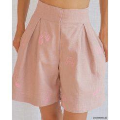 PhiPhi krótkie spodenki. Różowe szorty damskie marki Pakamera, z haftami. Za 439,00 zł.